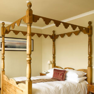 four-poster-room